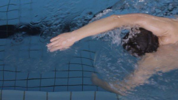Optimaler Eintauchpunkt der Hand beim Kraulschwimmen