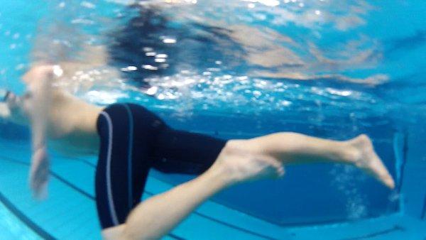 Beinarbeit beim Kraulschwimmen